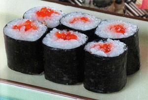 Икура маки (ролл с икрой лосося)