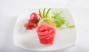 Аранжированные магуро сашими из тунца