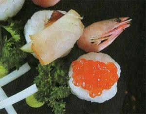 Нигири с икрой и рыбой