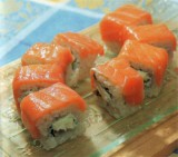 Саимаки ролл с лососем и манго
