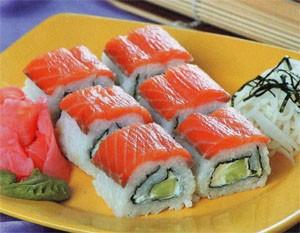Саимаки ролл с лососем и огурцом