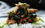 Тушеная морская капуста с мясом
